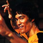 1) L'obiettivo non è solo quello di distruggere l'avversario, ma prima di ogni cosa di vincere la propria ansia, la collera, la follia che è insita in ognuno di noi. Il Jeet Kune Do è anzitutto un'arma contro noi stessi e contro ciò che turba il nostro spirito.