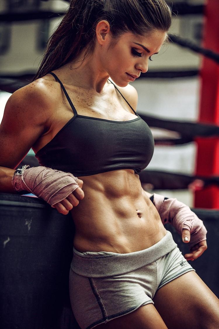 Michelle Lewin: dieta ed esercizi per un aspetto da fitness model