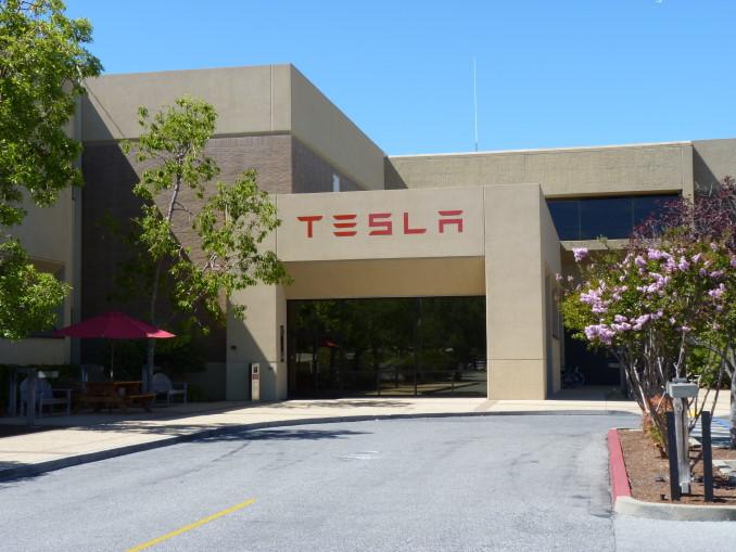 Tesla HQ - Modelli di Successo