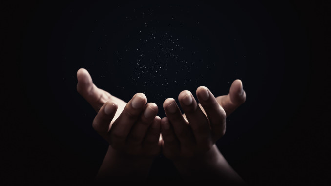 Mani nell'oscurità