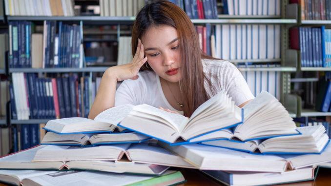 Perché NON leggere 52 libri l'anno - Immagine in evidenza